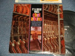 画像1: CHET ATKINS - IT'S A GUITAR WORLD (Ex++/Ex+++) / 1967 US AMERICA ORIGINAL STEREO Used LP